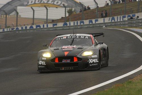 Jos Menten in de Aston Martin
