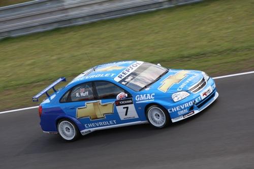 Robert Huff in zijn Chevrolet Lacetti