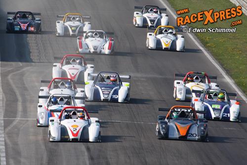 Spanning en crashes in eerste race Radical Benelux Cup | RaceXpress
