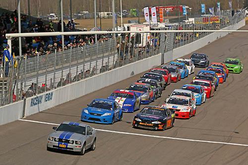 Veelbelovende start seizoen 2013 op raceway venray for Driften betekenis
