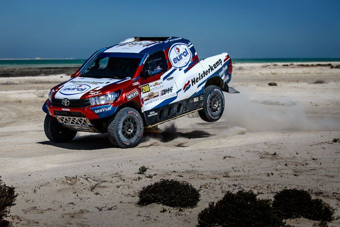 Erik van Loon en Wouter Rosegaar Qatar Cross Country Rally Toyota Hilux