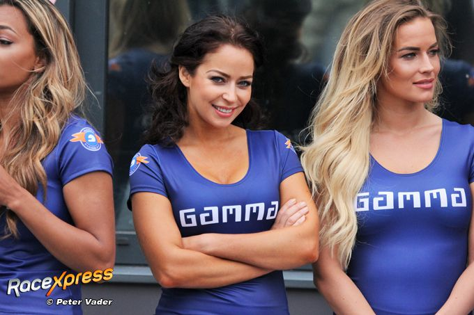 Grid Girls Gamma Racing Day foto Peter Vader