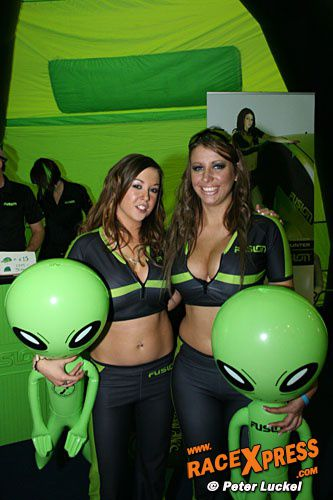 aliens grid girls race babe