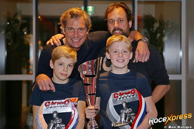 Tim en Nick Gerhards met vader Peter en coach Mike Koene