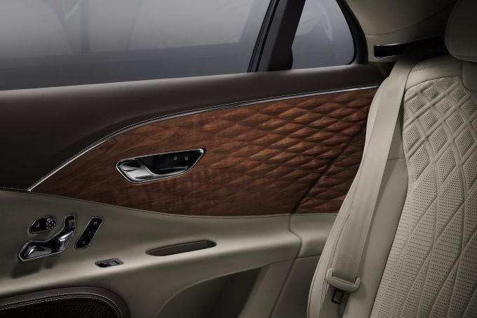 3D-houtafwerking voor de Bentley Flying Spur