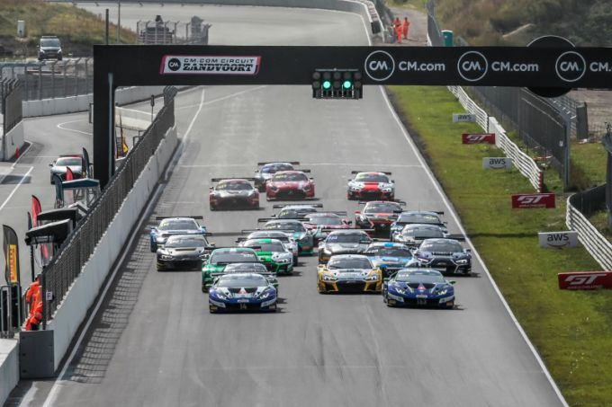 GT World Challenge Europe Powered by AWS start race 2