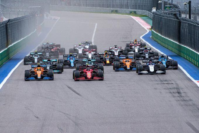 "Carlos Sainz weet waar Ferrari kwetsbaar is: ""We hebben nog te veel last  van..."" | RaceXpress"